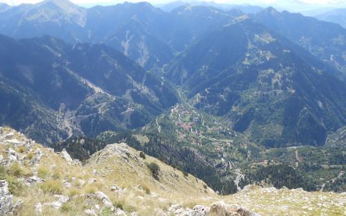 Θέα από την κορυφή προς τα Επινιανά