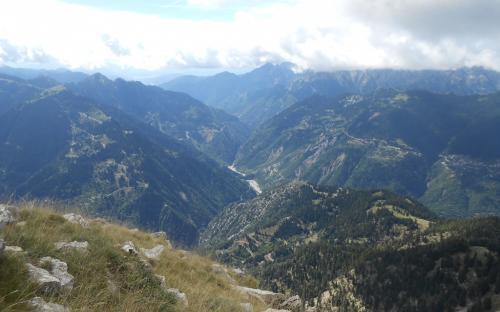 Θέα προς τα Επινιανά και τον Αγραφιώτη